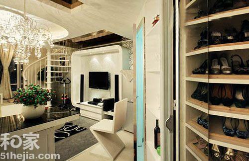 black and white kitchen rug chair leg floor protectors 30平loft小公寓 缔造现代大气之风(组图) - 家居装修知识网