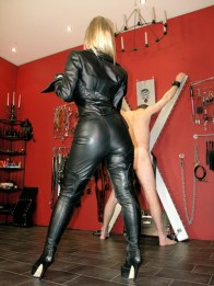 Hot Mistress Sidonia in Leather Punishes a slave on St