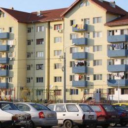Regula ce impune două locuri de parcare pentru fiecare locuință nou construită revine în dezbaterea consilierilor brașoveni
