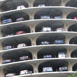 Construcţia parcării supraterane din Poiană a ajuns în instanţă din cauza unui contestatar de profesie