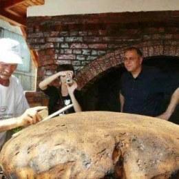 Un român a mâncat, în medie, anul trecut, 96 de kilograme de pâine, 58 de kilograme de carne, 20 de kilograme de brânză și 36 de kilograme de cartofi