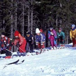 Taberele de schi pentru copii au prețuri între 1.400 și 2.200 de lei