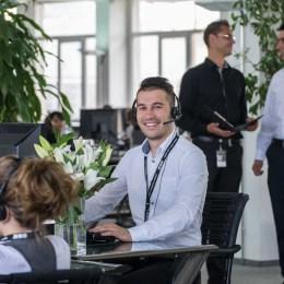 100 de locuri de muncă, oferite de un nou call center care se va deschide pe 1 iunie, la Braşov