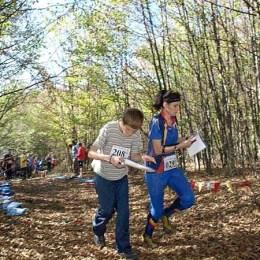 Concurs de orientare turistică: cu busola şi harta prin pădurile Braşovului