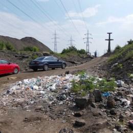 """Costul total pentru închiderea """"munților"""" de deșeuri din Triaj trece de 9,4 milioane de euro. Primăria are disponibile doar 2,4 milioane de euro"""