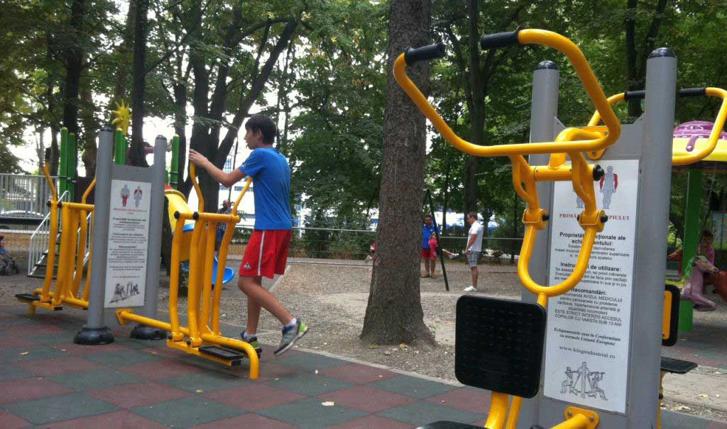 Pin de id em Play Areas and Outdoor Gym