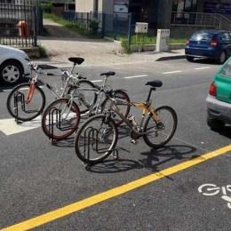 """24 de """"locuri de parcare"""" pentru biciclete la Zoo Braşov"""
