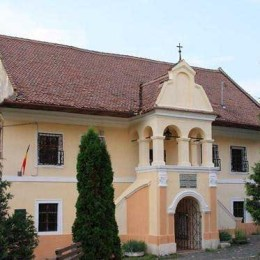 După interzicerea accesului autocarelor turistice în Șchei, Prima Școală Românească nu mai atrage deloc turiști străini. Muzeul ar putea fi închis