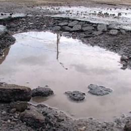 DN 73 s-a umplut de gropi în zona Râșnovului, iar drumarii intervin cu întârziere