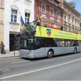 Autocarul turistic etajat al CJ Brașov va fi donat RATBV, după ce a stat pe dreapta ani buni