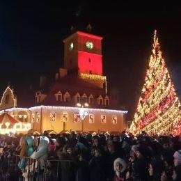 """Programul """"Brașov oraș din poveste"""". Luminițele Crăciunului se vor aprinde pe 1 decembrie, de la ora 18.00, în acordurile Unison"""
