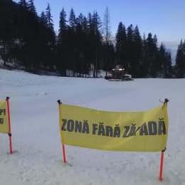 Stratul de zăpadă se menține la 80 de cm în zona superioară a pârtiilor din Poiană, astfel că se va putea schia și în acest weekend