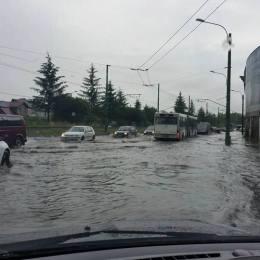 FOTO Brașovul s-a inundat din nou după potopul din această după-amiază. Autoritățile susțineau recent că problema e ca și rezolvată