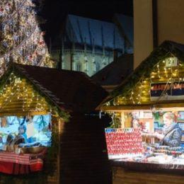 Ce ofertă va avea Târgul de Crăciun din Piața Sfatului: de la castane coapte, la fructe uscate, vin fiert, multe decorațiuni, dar și căsuța Moșului