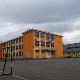 Clujul a deschis curțile școlilor pentru elevi pe timpul vacanței de vară, Brașovul s-a pierdut în proceduri