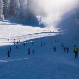 """Românii profită de minivacanță pentru a veni la schi. Hotelierii își cresc vânzările într-o perioadă pe care o considerau """"moartă"""""""
