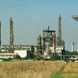 Intreprinderea Nitramonia Fagaras Fotografii : Toni Cioarek / MEDIAFAX FOTO Data : 20.08.1999