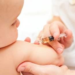 Ministrul sănătăţii a solicitat înfiinţarea unui centru de înregistrare a copiilor rromi, îngrijorat de rata scăzută de vaccinare