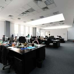 Lipsa resursei umane și a infrastructurii trag în jos industria IT din Brașov. Apple și Amazon, investiții ratate din această cauză