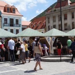 S-a dat startul Festivalului de Carte şi Muzică din Piaţa Sfatului. Zdob şi Zdub cântă mâine seară la Braşov