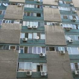 """Românii, nervoși și deprimați din cauza locuințelor. """"Oamenii care trăiesc la înghesuială sunt mai nefericiţi"""""""