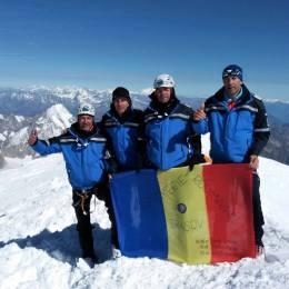 FOTO Patru jandarmi montani din Brașov au cucerit vârful Mont Blanc