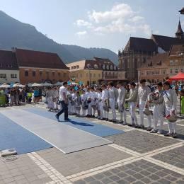 Sute de copii, așteptați sâmbătă în Piața Sfatului la Junior Sport Fest