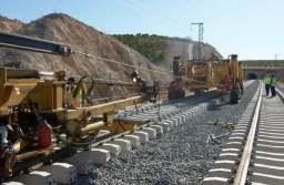 Desemnarea constructorului căii ferate Apața – Cața intră în prelungiri. O contestație a fost respinsă, se mai judecă una. Valoarea contractului e de 600 de milioane de euro