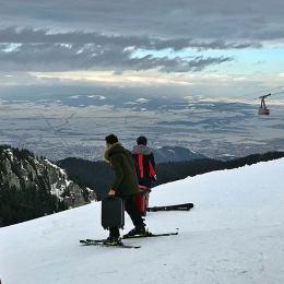 FOTO Cu trolerele pe schiuri în Poiana Brașov