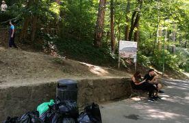 """FOTO Un """"munte"""" de 14 metri cubi de gunoaie, strâns de pe Tâmpa"""