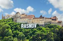 """Râșnovul, promovat de către jurnaliștii francezi drept o """"escapadă incredibilă"""" de reîntoarcere în anul 1200"""