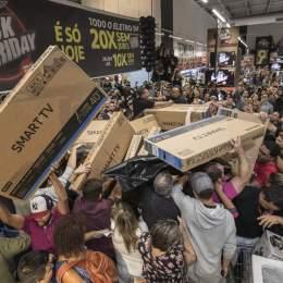 """Principalele reclamații după """"Black Friday"""": oferte de preț mincinoase, întârzieri la livrare, dar și produse cu alte caracteristici față de cele comandate"""