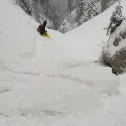 Avalanșă în Postăvarul. Autoritățile fac apel la turiști să nu se aventureze în Valea Lamba