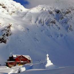 Risc mare de avalanșă la Bâlea Lac. Stratul de zăpadă a ajuns la 173 de centimetri