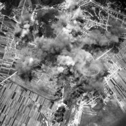 FOTO Imagini rare cu bombardarea Brașovului de către americani în 1944. Ce uzine au fost distruse