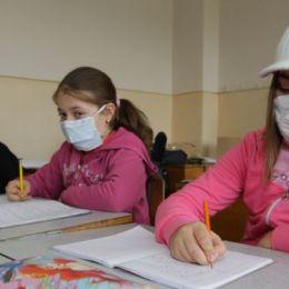 15 școli și grădinițe din județ sunt închise, azi, parțial, din cauza gripei
