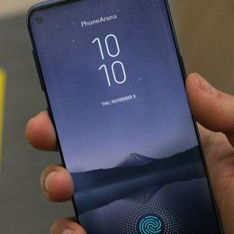 Brașovenii își pot precomanda noile telefoane Samsung în magazinele Vodafone și Telekom