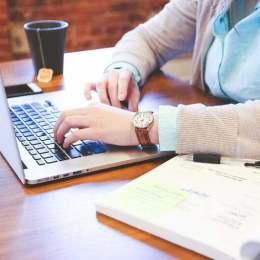 Joburile desfășurate de acasă, în topul preferințelor angajaților români. Numărul de aplicări pentru locuri noi de muncă a crescut cu 34% luna trecută