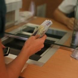 BNR nu recomandă contractarea de credite ipotecare cu dobândă variabilă, deoarece se menține riscul apariției unei crize economice și implicit scăderea veniturilor