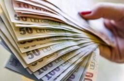 STUDIU: 2 din 5 români ar alege un job cu un salariu mai mic în schimbul anumitor avantaje. Ce motive au angajații să accepte mai puțini bani