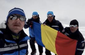 """Jandarmii brașoveni au dus drapelul României pe """"Tronul Zeilor"""", în Caucaz"""