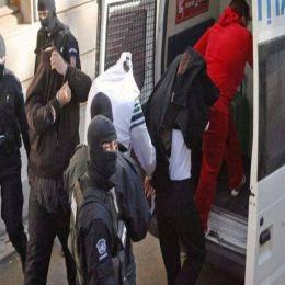 """VIDEO 5 spărgători de seifuri au fost reținuți după perchezițiile de ieri. Mașinile acestora au fost luate drept """"gaj"""""""