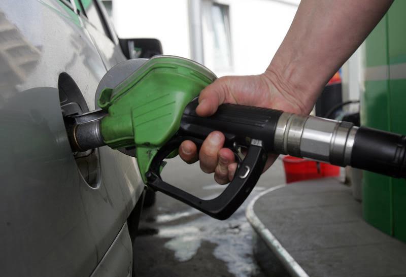 Carburanții se vor scumpi de la 1 ianuarie cu 6 bani pe litru