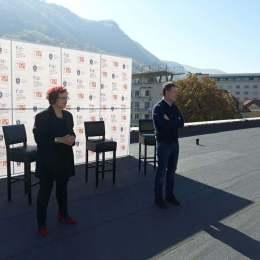 """VIDEO George Scripcaru, primarul Brașovului, pe acoperișul Teatrului Dramatic. Anunță că la Brașov se va juca piesa """"Scripcarul pe acoperiș"""""""