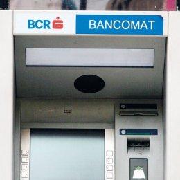 BCR opreşte sistemul de carduri, în noaptea de miercuri spre joi, pentru lucrări