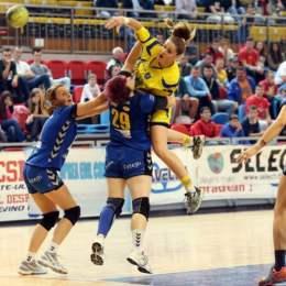 Toată echipa de handbal feminin Corona Brașov este suspectă de dopaj. Reprezentanții clinicii unde handbalistele au făcut tratamentul cu laser intravenos susțin că nu este dopaj