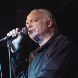 Una dintre cele mai bune voci de blues, soul și R&B, Curtis Salgado va cânta mâine la Brașov, în cadrul Transilvania Blues Festival