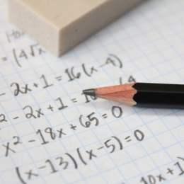 """Elevii brașoveni pot face meditații la matematică cu profesorul Horia Gal la sediul """"La Noi Acasă"""""""