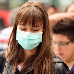 STUDIU Românii, acum mai pesimiști în legătură cu evoluția pandemiei decât erau în timpul stării de urgență. 64% aleg să poarte masca mai des