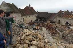 80% din lucrările de demolare din Cetatea Râșnov au fost finalizate. Fortăreața ar putea fi redeschisă mai repede